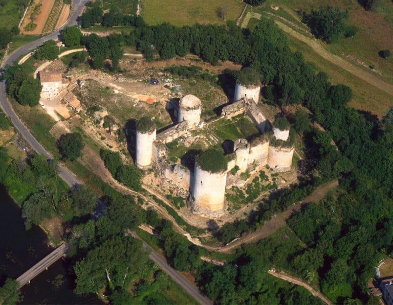 camping-le-moulin-des-effres-proche-chateau-a-visiter