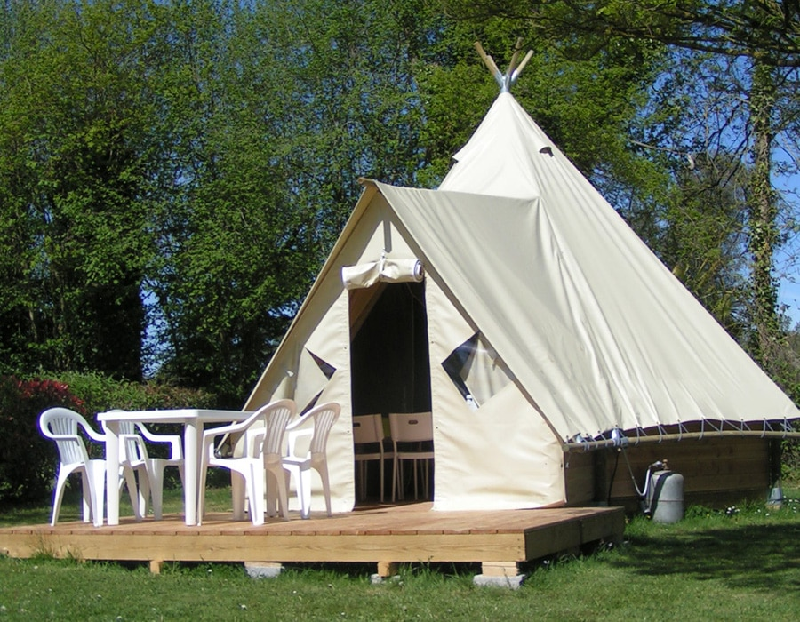 camping-le-moulin-des-effres-secondigny-location-tipi-insolite-meuble