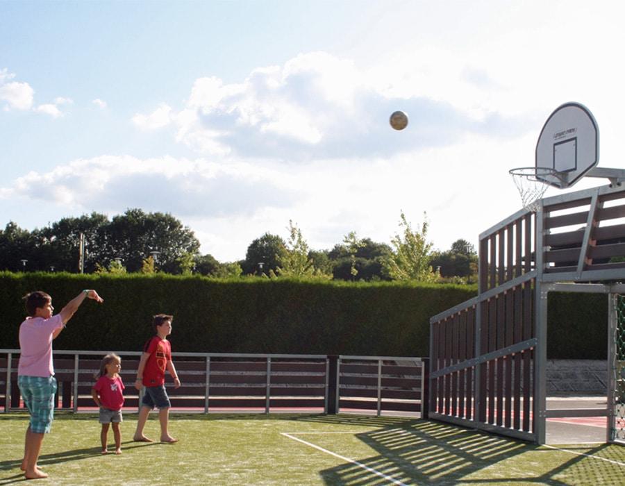 camping-le-moulin-des-effres-terrain-basketball