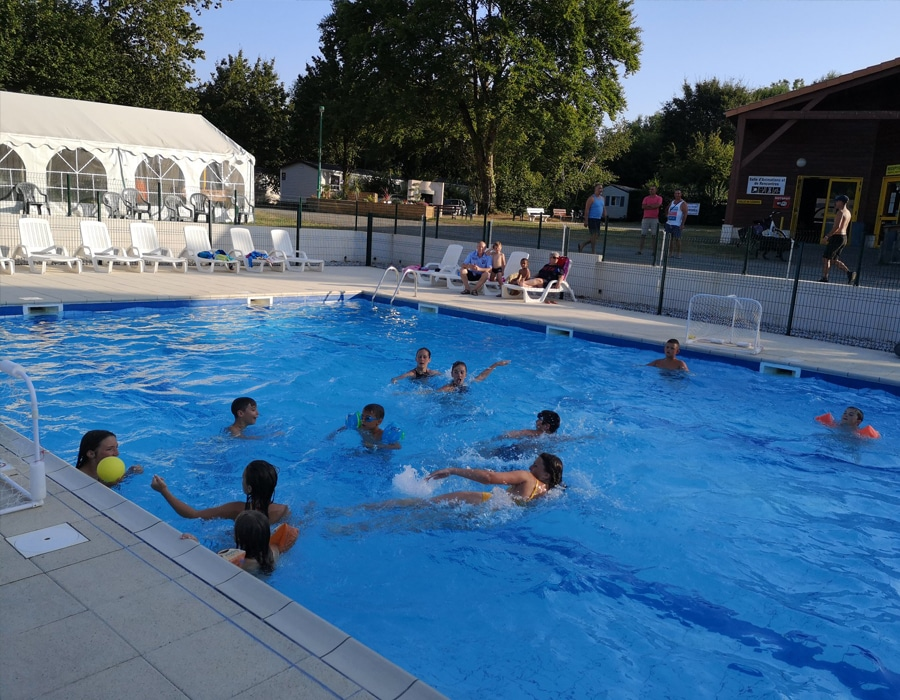 animation-piscine-camping-le-moulin-des-effres-secondigny