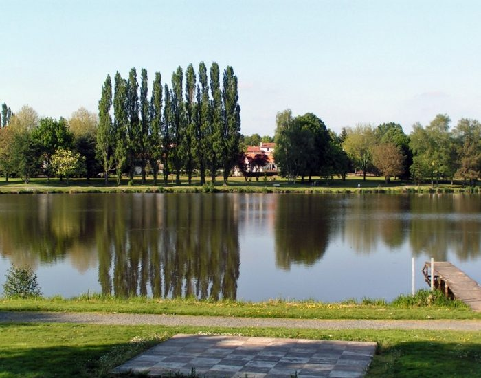camping-le-moulin-des-effres-ponton-sur-lac-des-effres